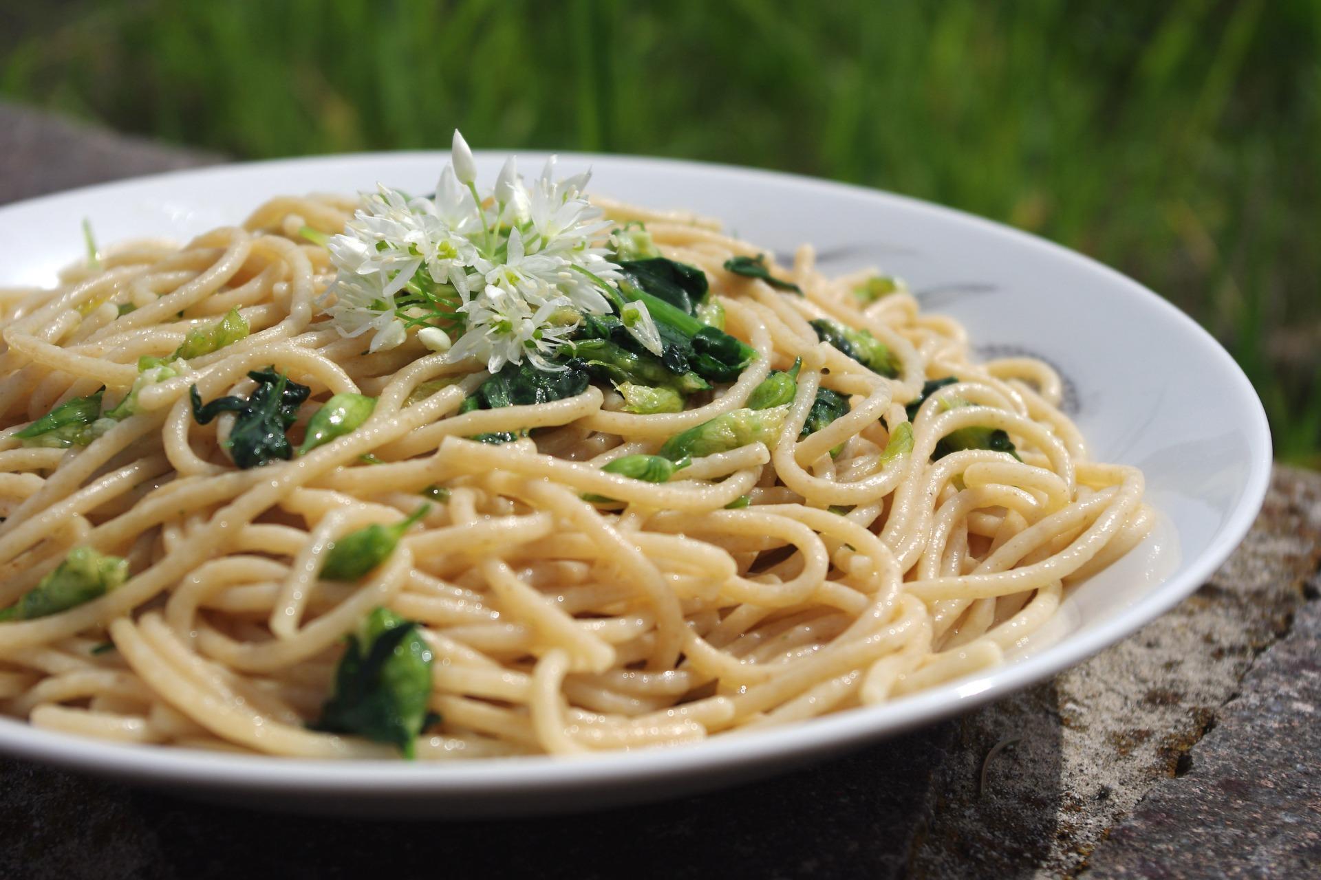 Špageti s čemaževimi popki
